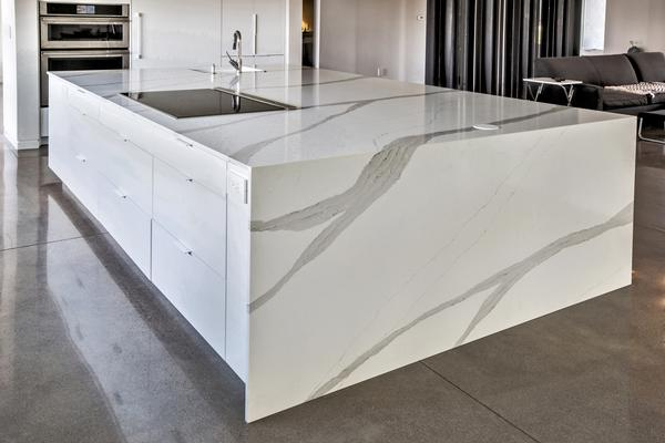 This Amazing 130 Slab Of 2cm Arabeo Quartz For The Kitchen Island Countertop What An Astonishing Vein Pattern Flowing Down Waterfall Edge
